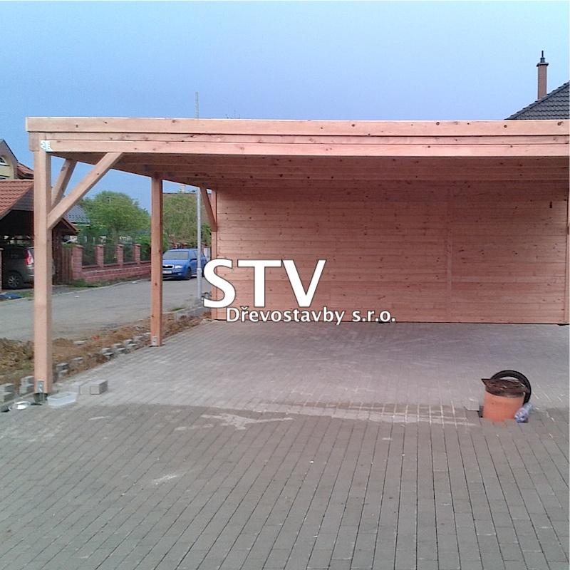 Garážové stání s pultovou střechou a skladem
