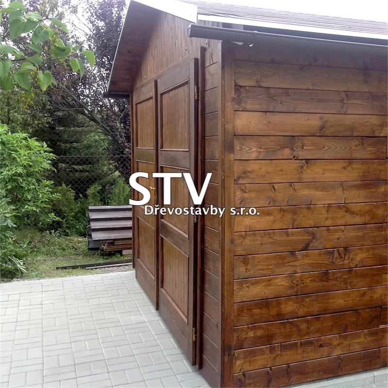 Dřevěná garáž g10