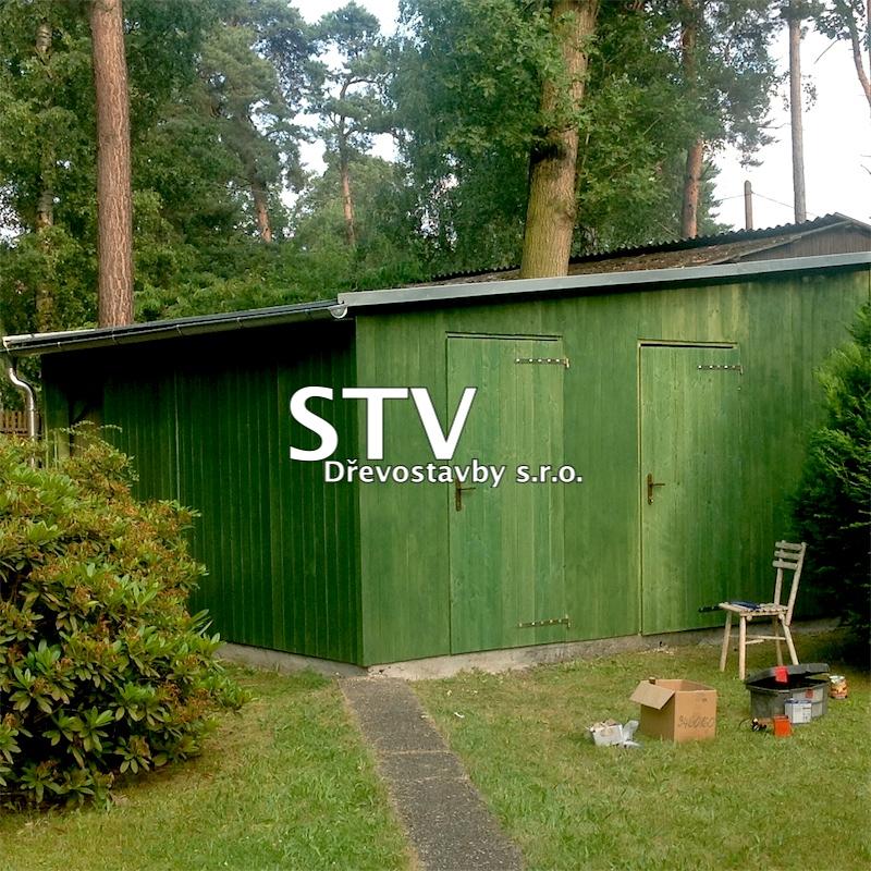 Dřevěná garáž s kůlnou